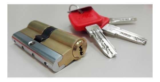¿Qué requisitos deben reunir los bombines antibumping que se instalen en las cerraduras Arcu?